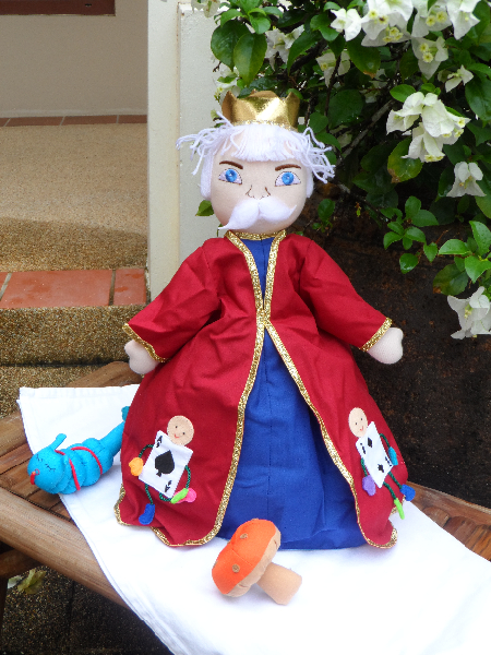 Alice in Wonderland - 3 in 1 doll (King)